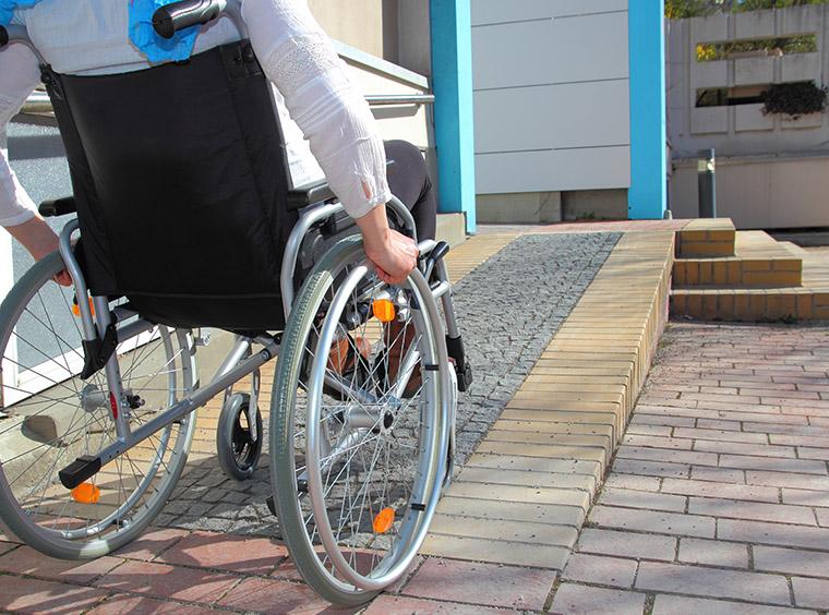 Curso online grátis de Assistência à Pessoa com Deficiência